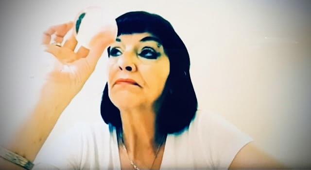 女性霊能者LJの水晶玉サイキック・リーディング