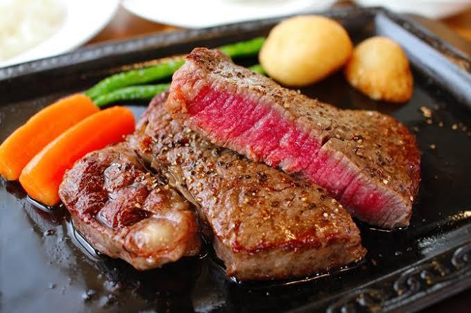 人工肉ステーキが食卓を彩る日