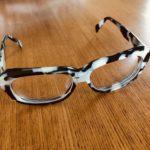 どこにかけていくべきか迷う丸山敬太の眼鏡